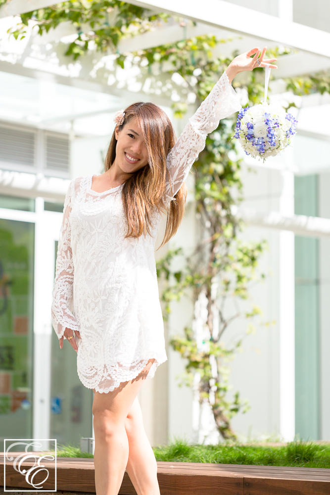 TargetStyle white lace dress for spring, with floral bouquet